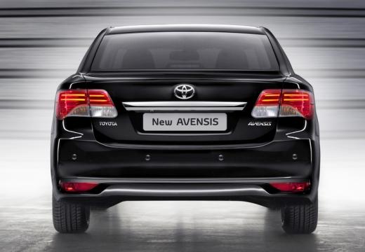 Toyota Avensis sedan czarny tylny
