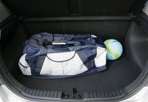 HYUNDAI i30 I hatchback silver grey przestrzeń załadunkowa