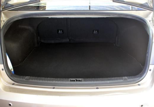 HYUNDAI Sonata VI sedan silver grey przestrzeń załadunkowa