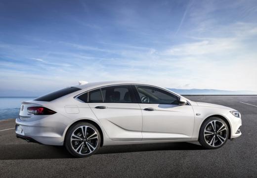 OPEL Insignia Grand Sport hatchback biały boczny prawy