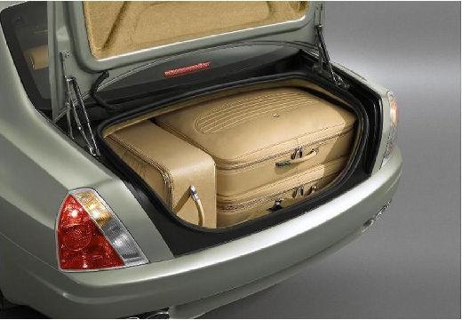 MASERATI Quattroporte II sedan silver grey przestrzeń załadunkowa
