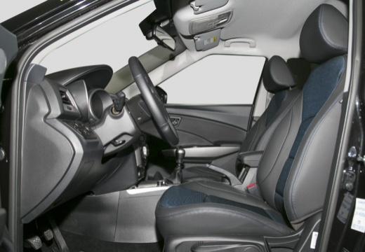 SSANG YONG Tivoli hatchback czarny wnętrze