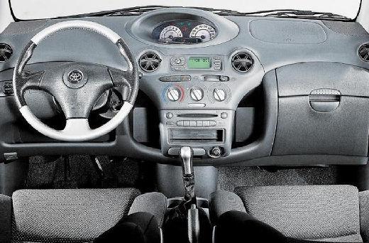 Toyota Yaris I hatchback tablica rozdzielcza