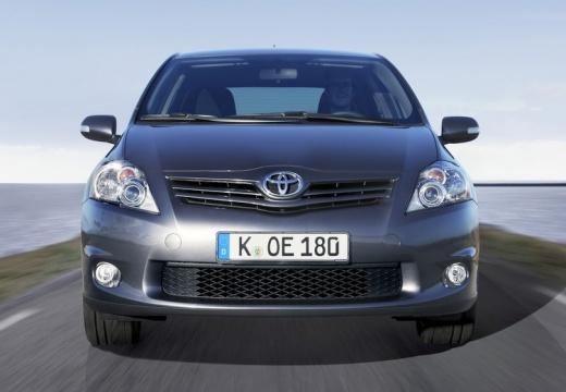 Toyota Auris hatchback niebieski jasny przedni