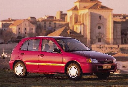 Toyota Starlet hatchback czerwony jasny przedni lewy