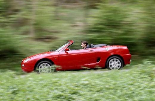 MG F roadster czerwony jasny boczny lewy