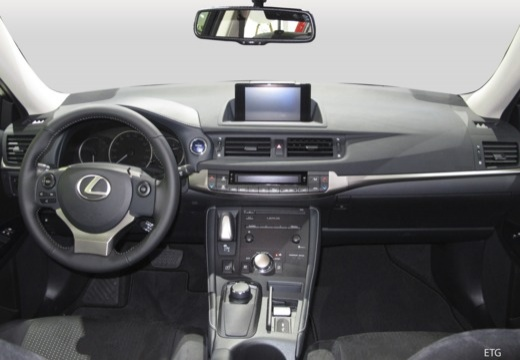 LEXUS CT II hatchback tablica rozdzielcza