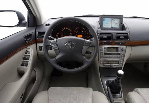 Toyota Avensis IV sedan tablica rozdzielcza