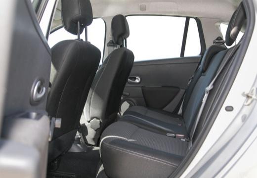 RENAULT Clio III Grandtour II kombi wnętrze