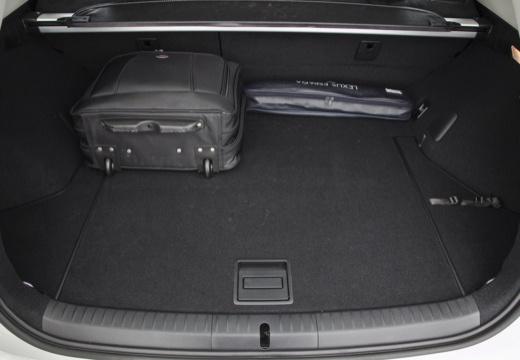 LEXUS CT II hatchback przestrzeń załadunkowa