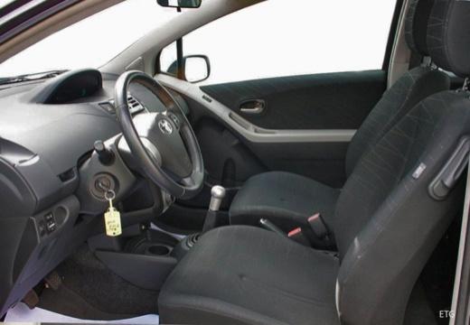 Toyota Yaris IV hatchback wnętrze