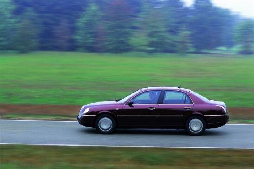 LANCIA Thesis I sedan bordeaux (czerwony ciemny) boczny lewy
