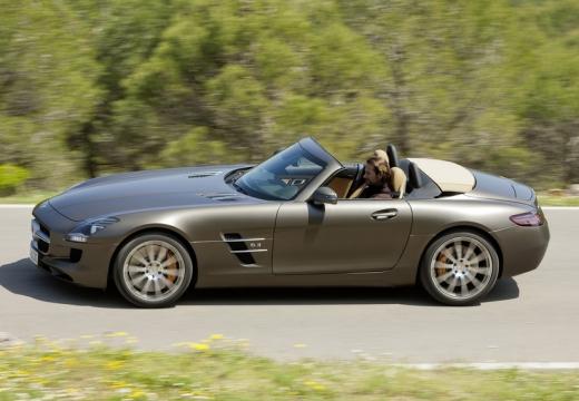 MERCEDES-BENZ SLS roadster brązowy boczny lewy