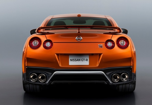 NISSAN GT-R coupe pomarańczowy tylny