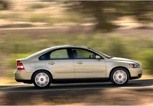 VOLVO S40 IV sedan żółty boczny prawy