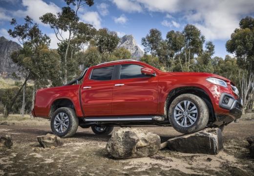 MERCEDES-BENZ Klasa X pickup czerwony jasny boczny prawy