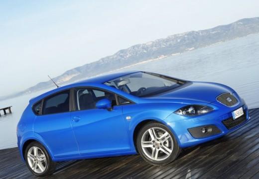 SEAT Leon III hatchback niebieski jasny przedni prawy