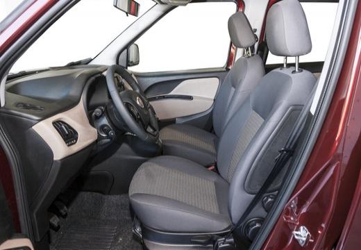 FIAT Doblo IV kombi bordeaux (czerwony ciemny) wnętrze