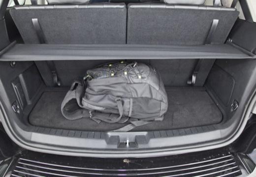 FIAT Freemont van czarny przestrzeń załadunkowa