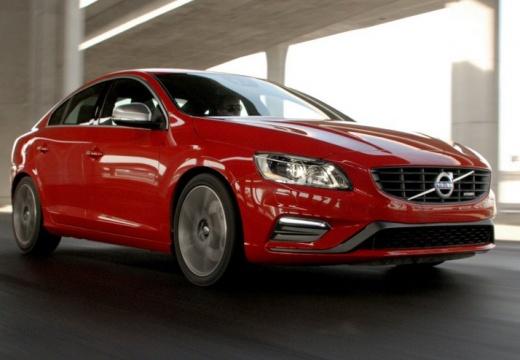 VOLVO S60 V sedan czerwony jasny przedni prawy