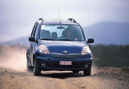 Toyota Yaris Verso I kombi niebieski jasny przedni prawy