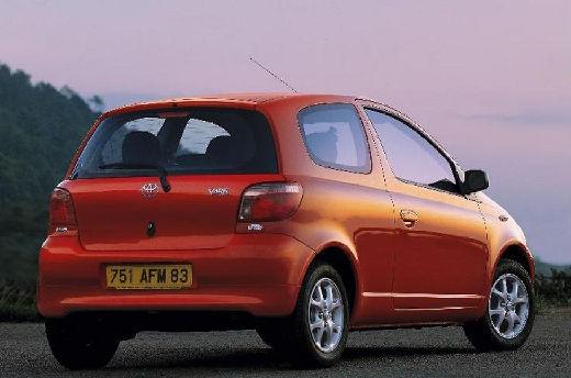 Toyota Yaris I hatchback czerwony jasny tylny prawy