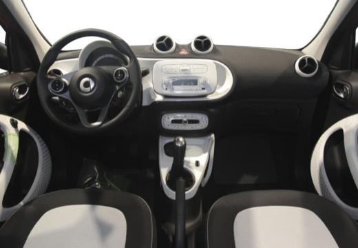 SMART forfour II hatchback czerwony jasny tablica rozdzielcza