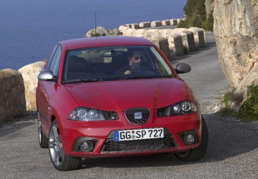 SEAT Ibiza IV hatchback czerwony jasny przedni prawy