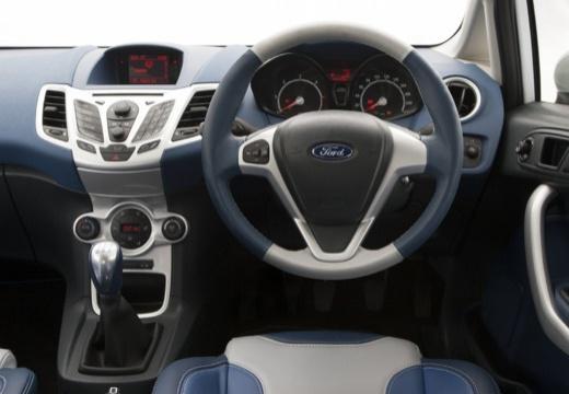 FORD Fiesta VII hatchback biały tablica rozdzielcza