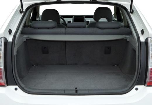 Toyota Prius I hatchback biały przestrzeń załadunkowa