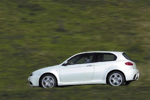 ALFA ROMEO 147 I hatchback biały tylny lewy