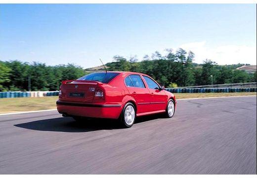 SKODA Octavia II hatchback czerwony jasny tylny prawy