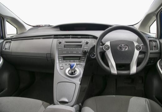 Toyota Prius II hatchback niebieski jasny tablica rozdzielcza