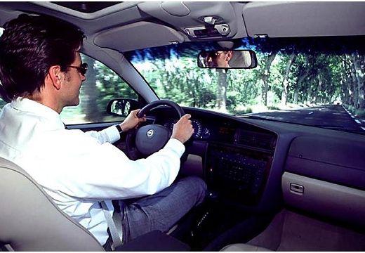 OPEL Omega B II sedan wnętrze