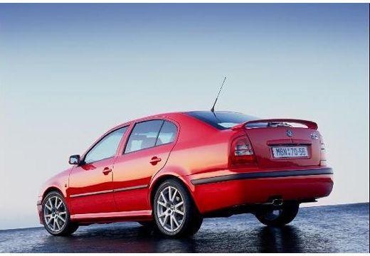 SKODA Octavia II hatchback czerwony jasny tylny lewy