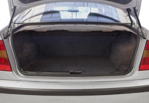 BMW Seria 3 E46/4 sedan przestrzeń załadunkowa