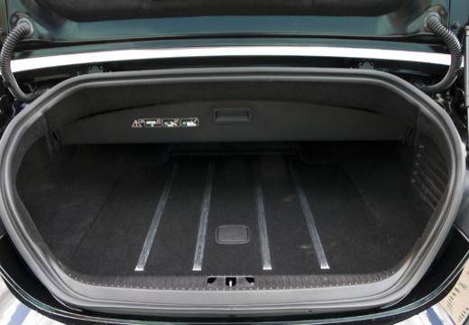 JAGUAR XK kabriolet czarny przestrzeń załadunkowa