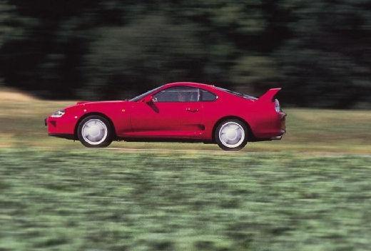 Toyota Supra coupe czerwony jasny boczny lewy