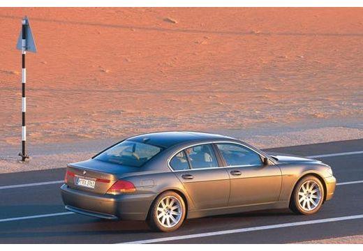 BMW Seria 7 E65 E66 I sedan szary ciemny tylny prawy