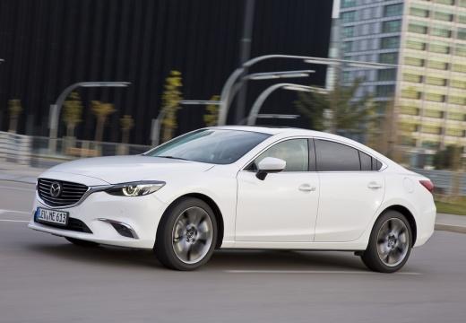 MAZDA 6 VI sedan biały boczny lewy