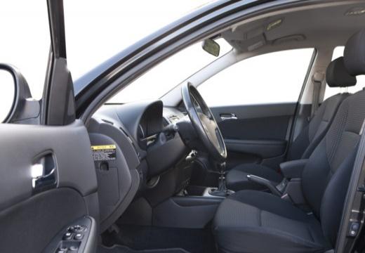 HYUNDAI i30 I hatchback czarny wnętrze
