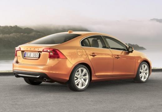 VOLVO S60 IV sedan pomarańczowy tylny prawy