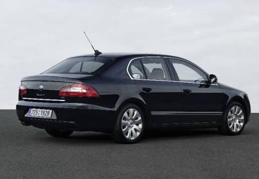 SKODA Superb III hatchback czarny tylny prawy