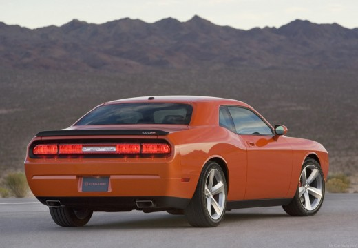 DODGE Challenger coupe pomarańczowy tylny prawy