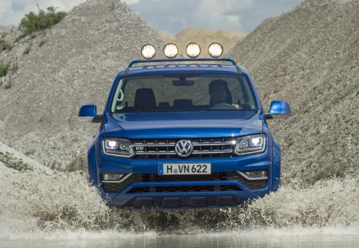 VOLKSWAGEN Amarok pickup niebieski jasny przedni