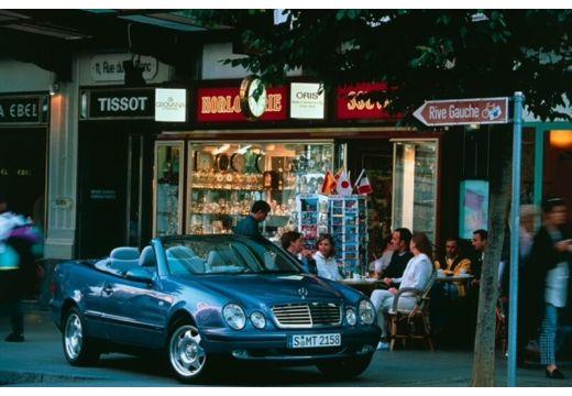 MERCEDES-BENZ Klasa CLK CLK Cabriolet A 208 kabriolet niebieski jasny przedni prawy