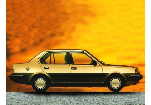 VOLVO 340 sedan brązowy boczny prawy