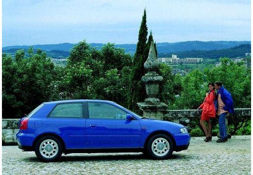 AUDI A3 /S3 8L I hatchback niebieski jasny boczny prawy