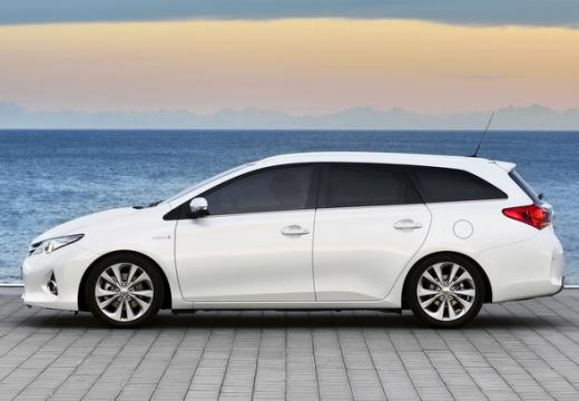 Toyota Auris kombi biały boczny lewy