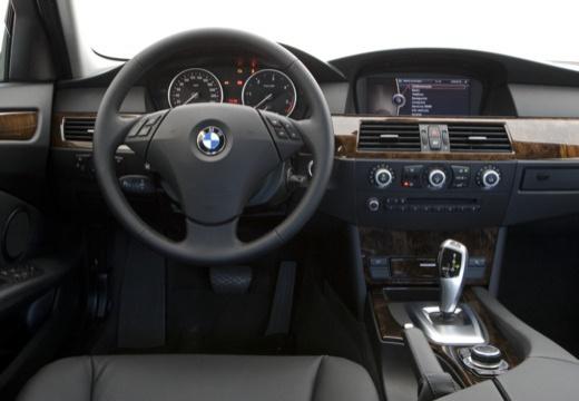 BMW Seria 5 E60 II sedan tablica rozdzielcza
